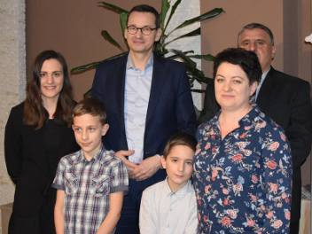 Premier Mateusz Morawiecki z rodziną państwa Koniecznych