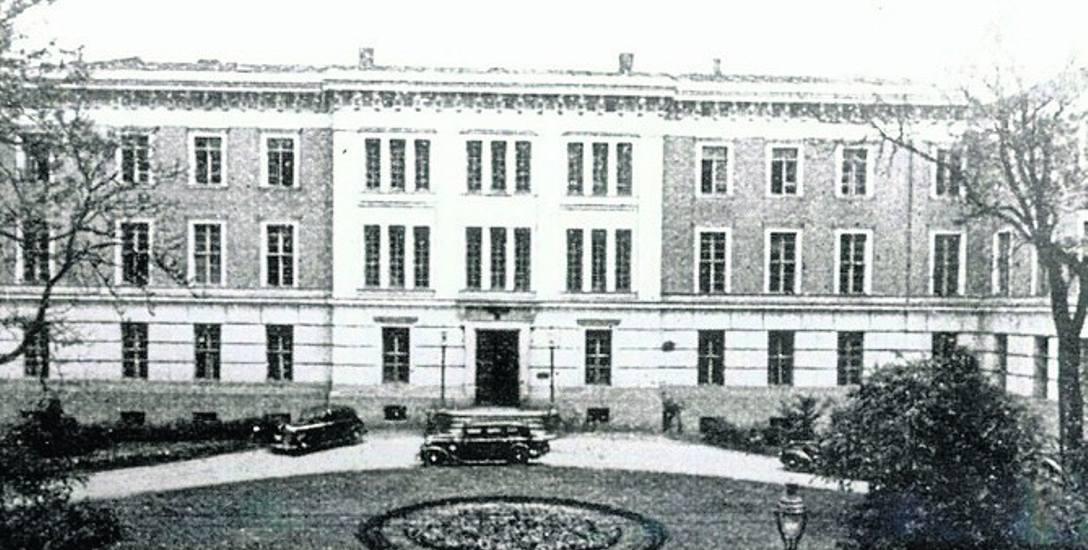 Ten widok obecnej siedziby Urzędu Wojewódzkiego w Bydgoszczy pochodzi z międzywojnia. Gmach czekał wówczas w gotowości...