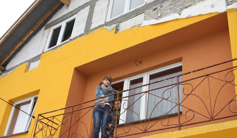 Film do artykułu: Rodzina Kiszków z Sarnówka Dużego straciła dach nad głową. Ubezpieczyciel odmówił odszkodowania