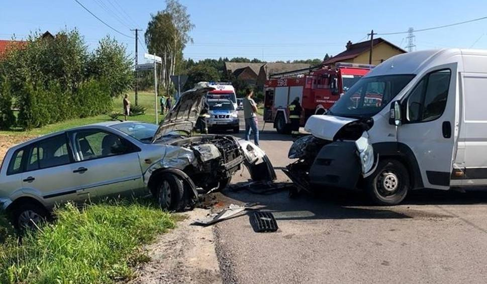 Film do artykułu: Niebezpieczny czwartek na drogach w powiecie wadowickim. Dwa wypadki i kolizja. Niestety są ranni - AKTUALIZACJA