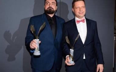 Tomasz Sekielski (z lewej) z bratem