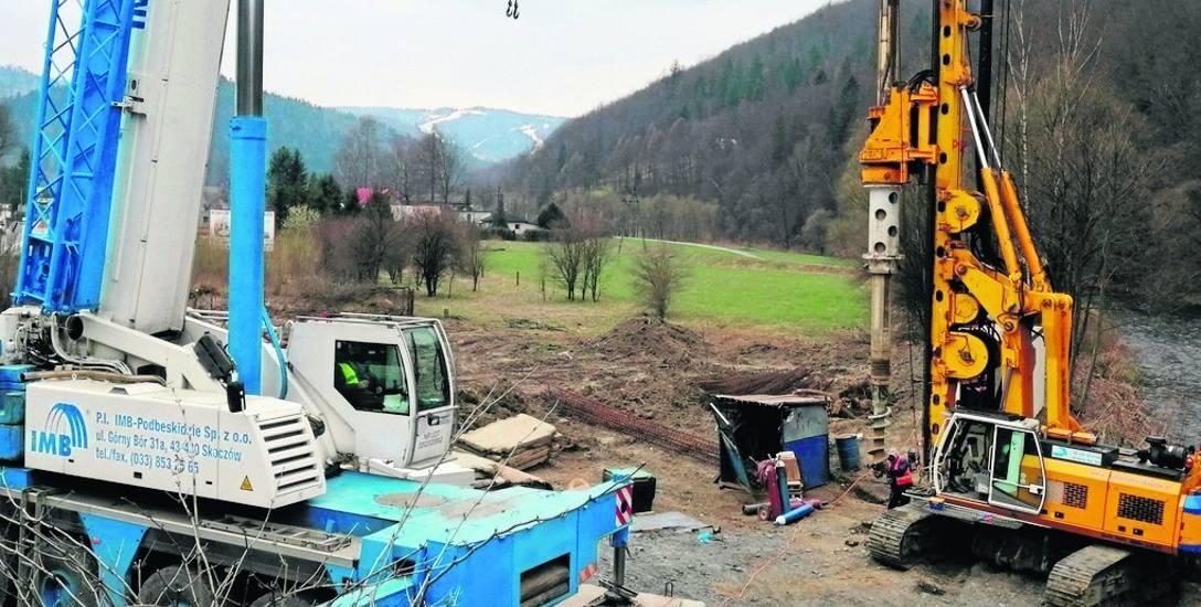 Prace na DW 941 trwają już przy moście w Wiśle-Obłaźcu, na razie nie utrudniają ruchu drogowego