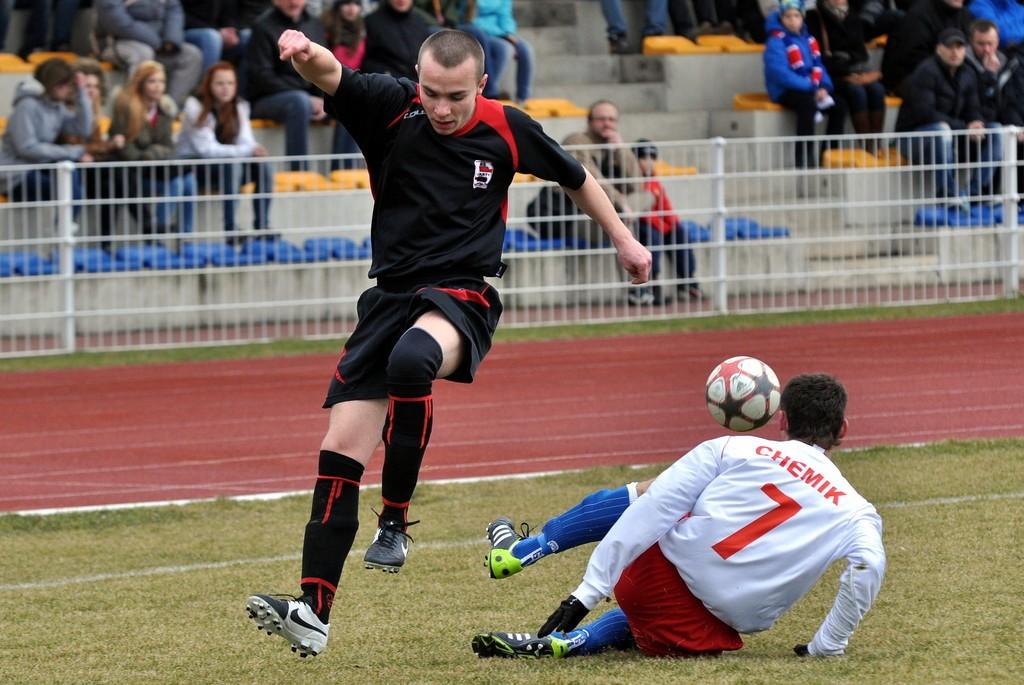 Młodzieżowiec Bartosz Jordan (z lewej)zdobył dwa <b>gole</b> dla Startu.