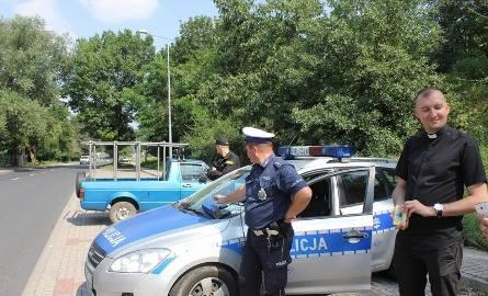 Nowe patrole na drogach. Księża pouczają kierowców