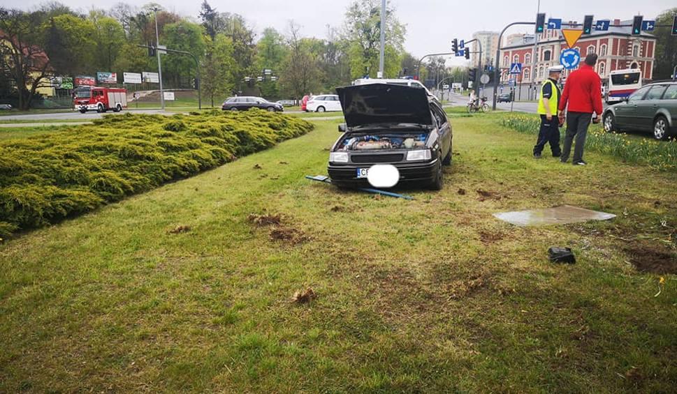 Film do artykułu: Dachowanie samochodu na ul. Kruszwickiej w Bydgoszczy [zdjęcia]