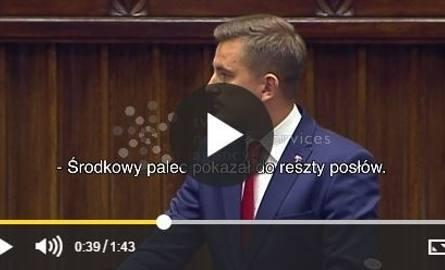 Nerwy ponoszą posłów: pokazywanie środkowego palca i rzucanie tabletem w Sejmie