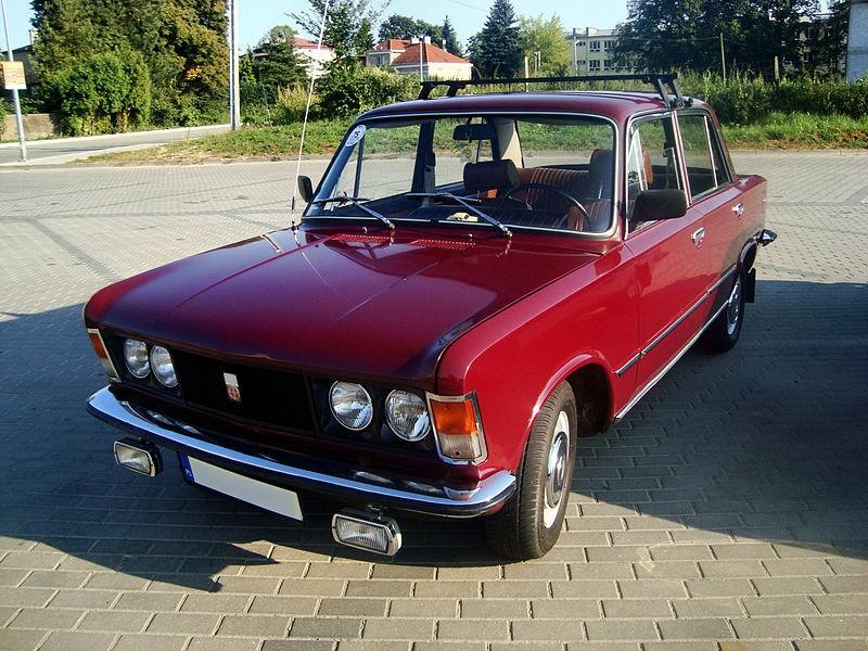 Polski Fiat z 1975 roku, z kolekcji w Jaśle