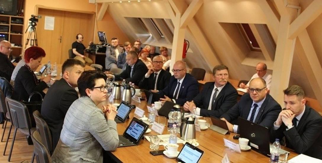 Rada powiatu słubickiego przegłosowała uchwałę o sprzedaży działek przy samochodówce