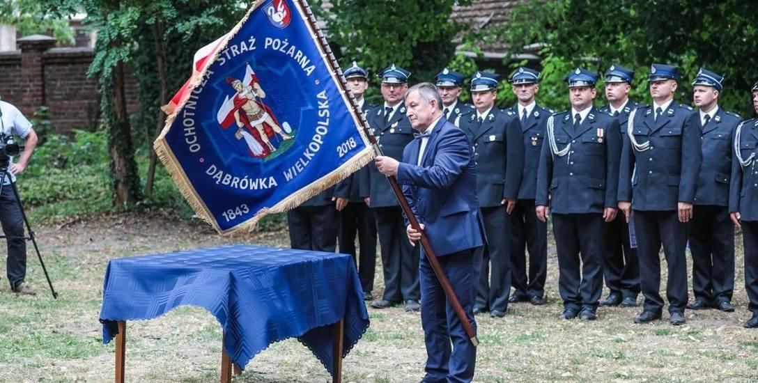 Drużyna strażaków ochotników otrzymała nowy sztandar
