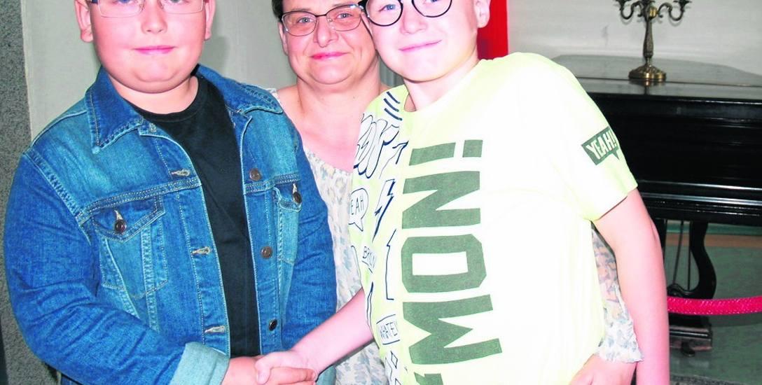 Anna Kobus z synem Sebastianem (z prawej) i jego przyjacielem Stasiem, który bardzo wspiera chorego kolegę