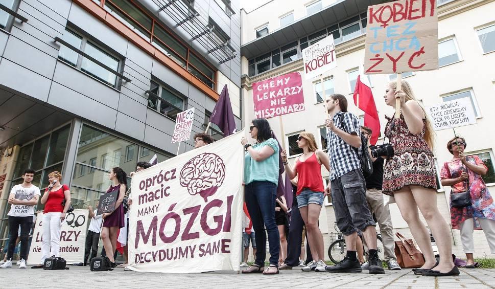 Film do artykułu: Protest w Rzeszowie. Razem walczy o prawo do aborcji [FOTO]