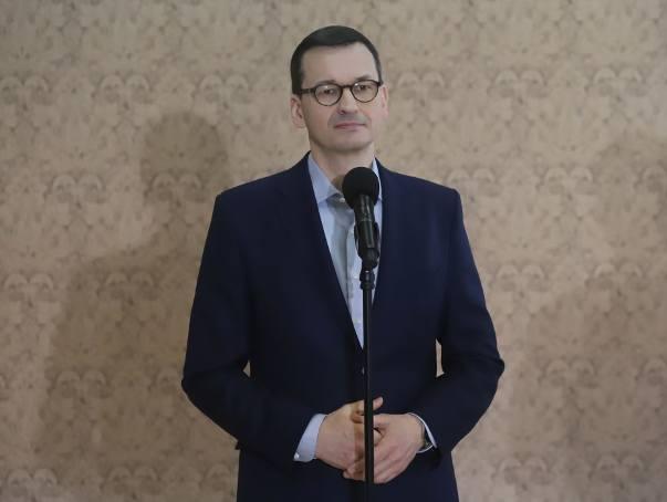 """Premier Mateusz Morawiecki w Środowiskowym Domu Samopomocy w Jedlance przekonywał, że """"Polska musi być dostępna dla wszystkich""""."""