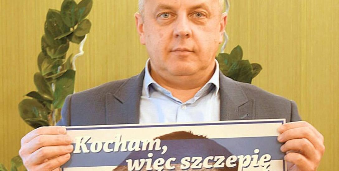 Dr n. med. Wojciech Domka, prezes OIL w Rzeszowie przekonuje, że warto szczepić dzieci i zachęca do składania podpisów pod projektem ustawy.