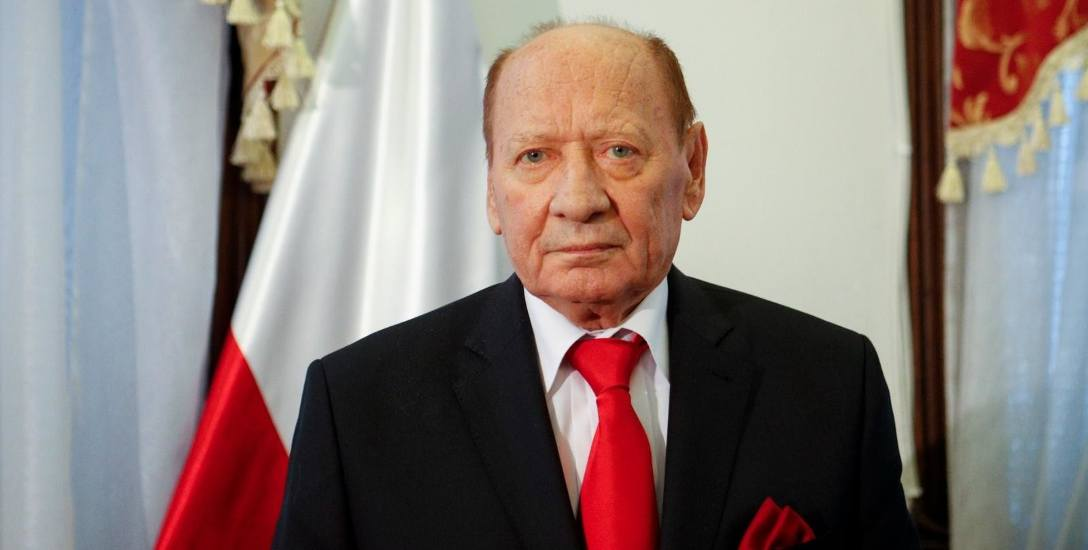 Do 10 940 zł brutto, czyli około 7700 zł na rękę mają dzisiaj obniżyć radni pensję prezydenta Rzeszowa.