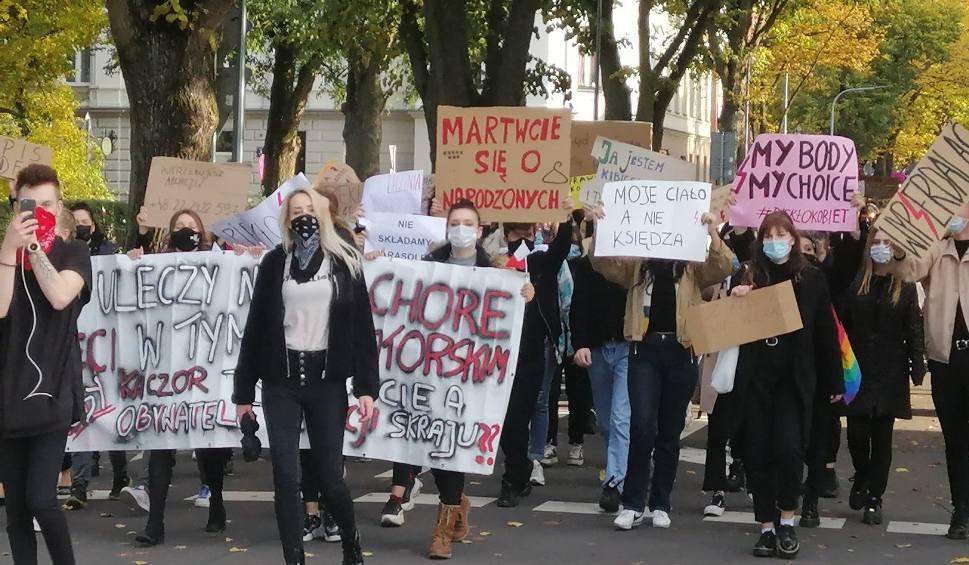 Film do artykułu: Koszalin i region: Na ulice wyszło tysiące protestujących [ZDJĘCIA, WIDEO]