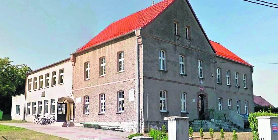 Szkoła podstawowa w Krępnej ma całkiem dobre warunki do uczenia dzieci. Ale z powodu małej liczby urodzeń nie ma kto tutaj chodzić.