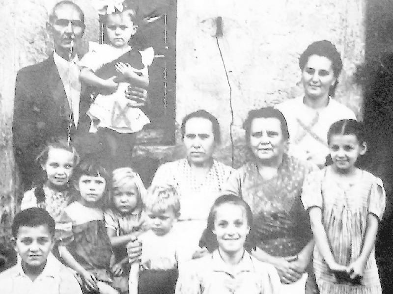 Wszyscy żyli blisko siebie. Sąsiedzi spotykali się, bawili, żyli opowieściami z rodzinnych stron. To był prawdziwy tygiel kultur.