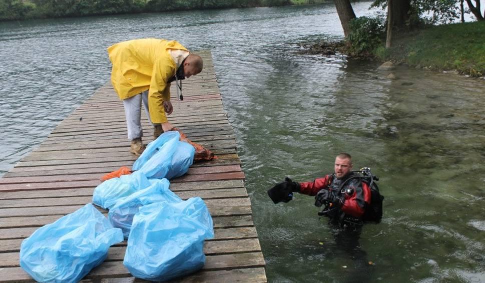 Film do artykułu: Nie tylko płetwonurkowie sprzątali po turystach w Łagowie [ZDJĘCIA, WIDEO]