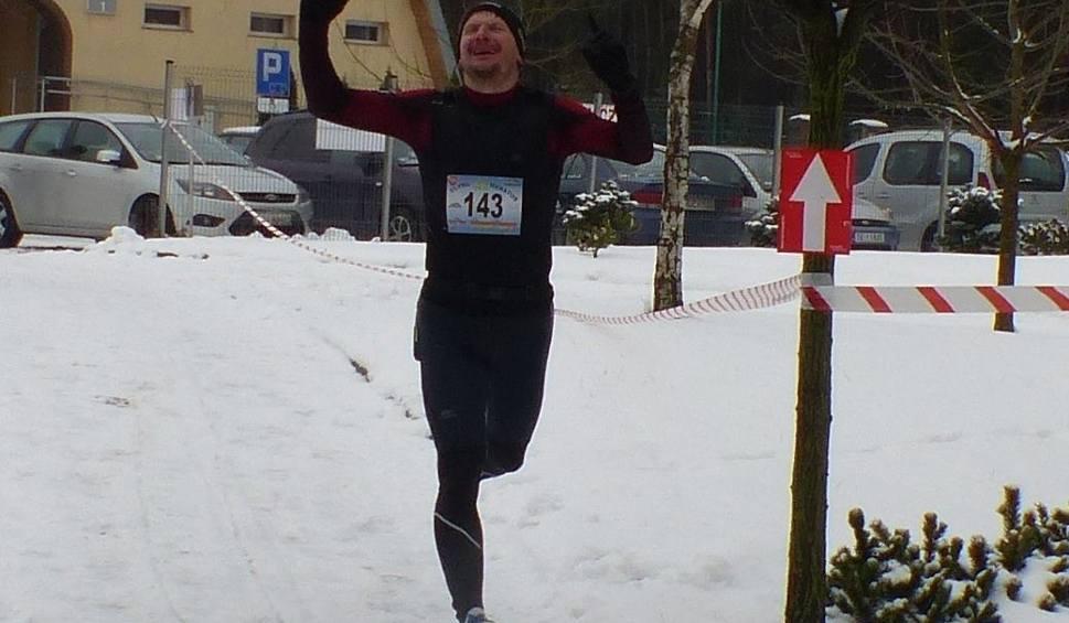 Film do artykułu: Karol Grabda z Mirowa wygrał w Kielcach Ultra Maraton na 50 kilometrów