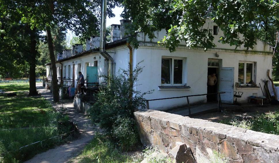 Wielopokoleniowy Dom Dla Bezdomnych W Podlodowie Mieci Si Rodku Lasu Na Terenie Dawnej Jednostki