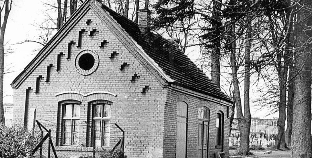 Nieistniejący już niemiecki dom przedpogrzebowy. Na tym miejscu znajduje się nowa kaplica i biuro cmentarza