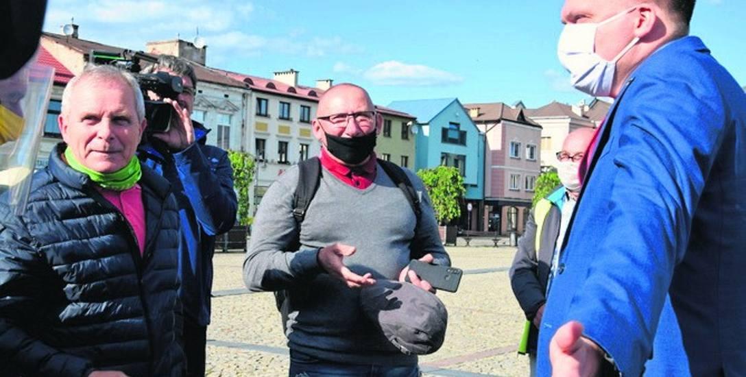 Szymon Hołownia spotkał się z mieszkańcami Skierniewic i odpowiadał na ich pytania