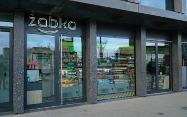 Solą w oku handlowej Solidarności od dawna jest sieć sklepów Żabka, działająca na zasadzie franczyzy. Walczą o to, by zaostrzyć ustawę o zakazie handlu