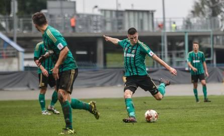 Pomocnik Stali Stalowa Wola Adrian Dziubiński już w pierwszej połowie zdobył gola. Zielono-czarni jednak przegrali.