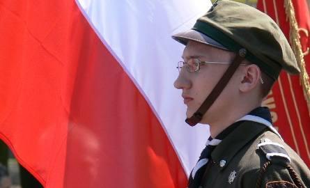 Harcerska warta przy Pomniku Bojowników o Niepodległość.