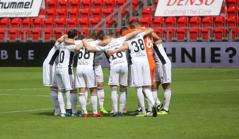 Film do artykułu: II liga. Sprawdź terminarz sezonu 2020/21. Kiedy i z kim zagrają Bytovia i Chojniczanka?