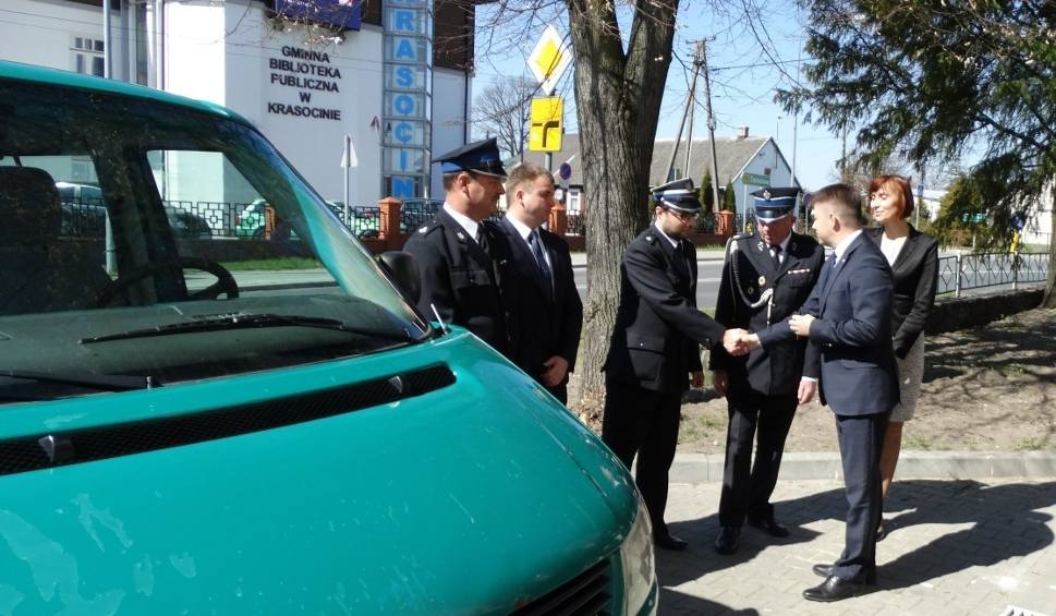Film do artykułu: Strażacy z Kielc przekazali busa strażakom z Krasocina