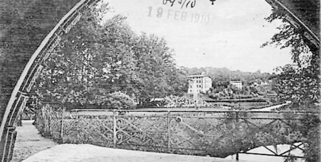 Koszalińska pocztówka z widokiem na park i fontannę
