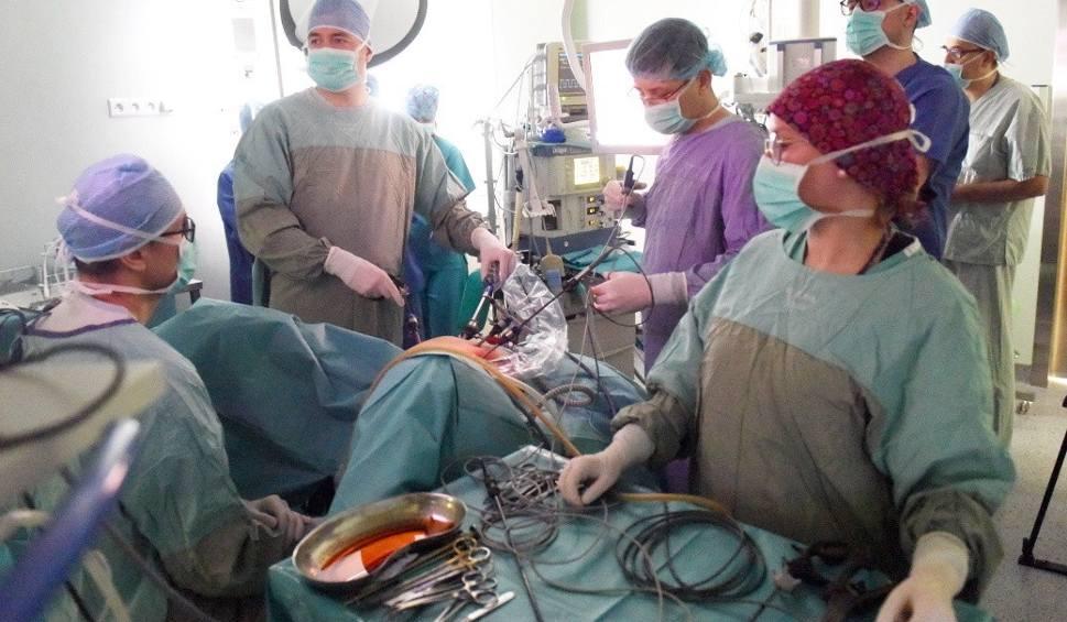 Film do artykułu: SULECHÓW: Nowoczesna metoda operacji usuwania macicy. Inni uczą się jej od nas  [WIDEO, ZDJĘCIA]