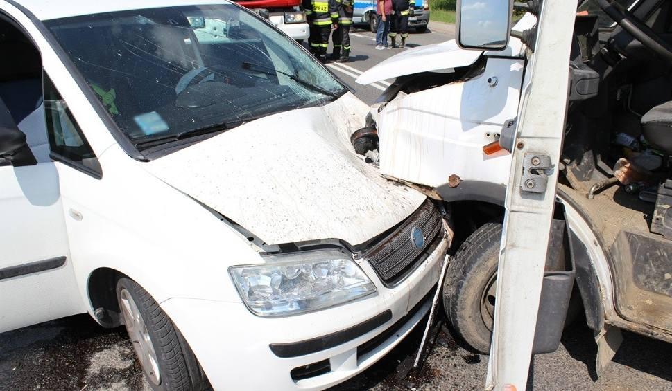 Film do artykułu: Paszyn. Wsiadł za kierownicę bez uprawnień, z trzema promilami i spowodował wypadek