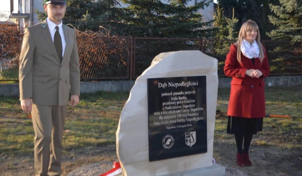 Film do artykułu: 100-lecie niepodległości w Stąporkowie - dąb z sadzonek Bartka (ZDJĘCIA)