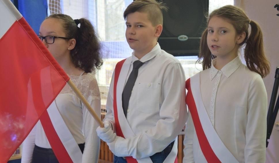 Film do artykułu: Wielkie święto w szkole w podkoneckim Nieświniu. Były wspomnienia, życzenia i radosne występy