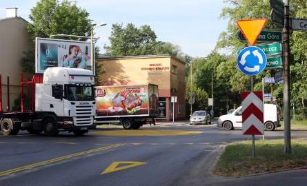 Kierowcy jadący ulicą Newtona muszą zapomnieć o  pierwszeństwie, tak samo ci z ulicy Goleniowskiej. Z ronda cieszą się kierowcy, którzy do tej pory musieli