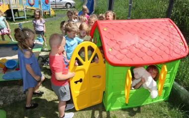 Domek, jedna z nagród w konkursie Przedszkole na medal, służy do zabawy wszystkim dzieciom.