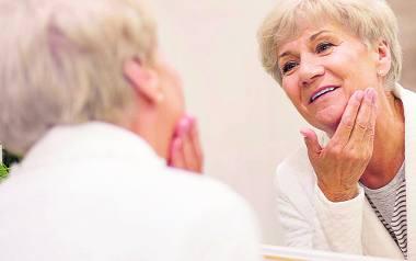 Chcąc spowolnić proces starzenia pamiętajmy o aktywności i nie traćmy cennego poczucia humoru!
