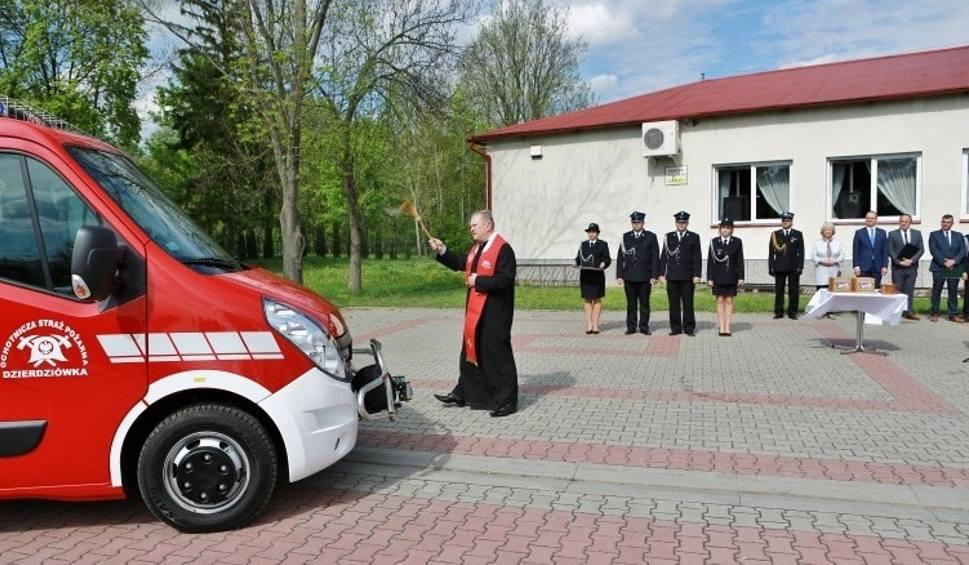 Film do artykułu: Druhowie w Dzierdziówce mieli poloneza, teraz dostali renault