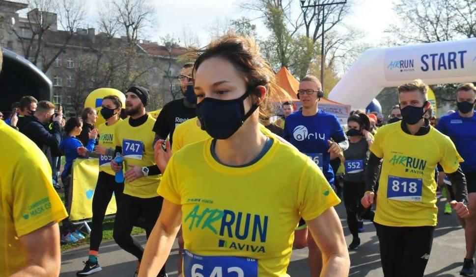 Film do artykułu: Air Run 2018 Kraków. 1000 osób pobiegło w maskach antysmogowych [ZDJĘCIA]