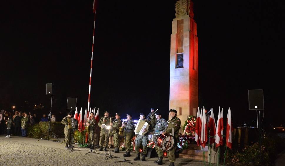 """Film do artykułu: """"Orły dla Niepodległej"""" w Ostrowcu z fajerwerkami [ZDJĘCIA]"""