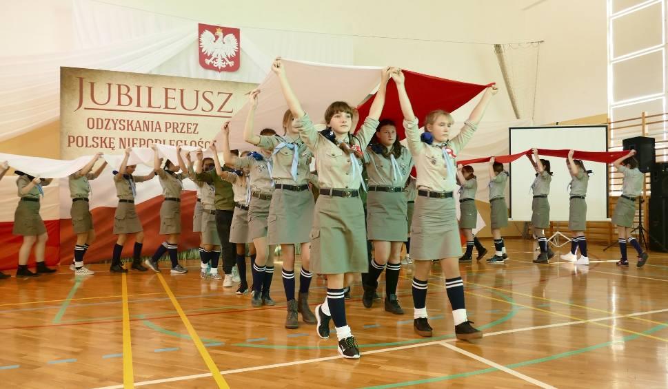 Film do artykułu: Szkoła w Ćmińsku ma 100 lat jak Niepodległa Polska