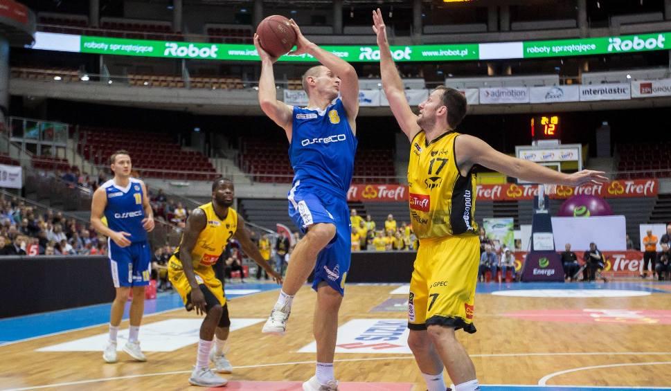 Film do artykułu: Derby Trójmiasta w koszykówkce. Asseco Arka Gdynia lepsza w Ergo Arenie, chociaż Trefl Sopot walczył do samego końca [ZDJĘCIA]