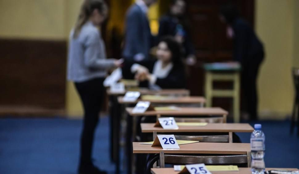 Film do artykułu: Matura 2020 [PRZECIEKI]. Co będzie na egzaminie maturalnym? [PEWNIAKI - POLSKI, MATEMATYKA]