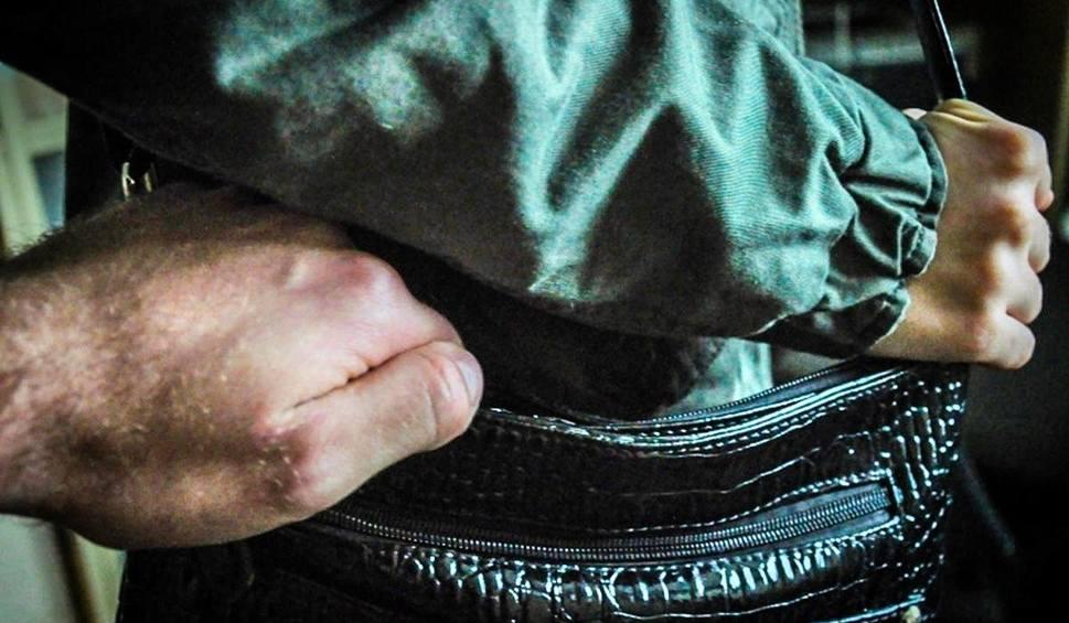 Film do artykułu: Złodziej torebki w Strzelcach Krajeńskich zatrzymany. W pogoń za złodziejem ruszył przypadkowy świadek