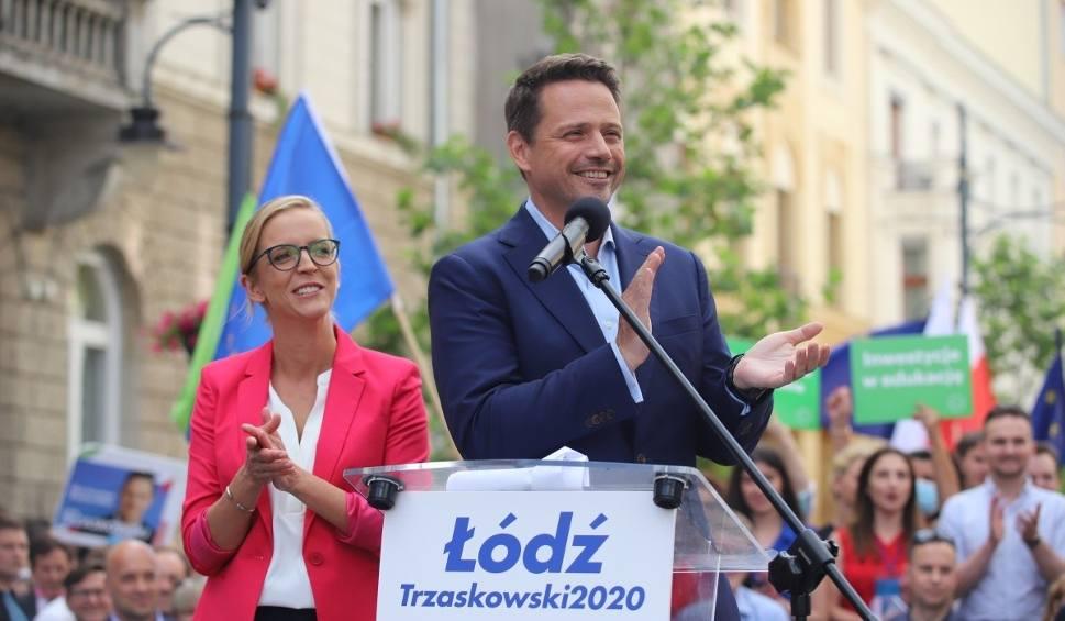 Film do artykułu: Rafał Trzaskowski w Łodzi. Przywiózł ze sobą żonę i...dwie mównice. ZDJĘCIA