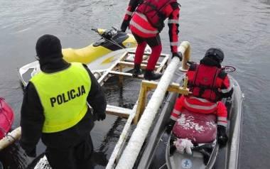 Poszukiwania  prowadzono także w Drwęcy. Niestety, nie przyniosły one żadnych rezultatów. Od 23 grudnia o Adrianie nie wiadomo nic...