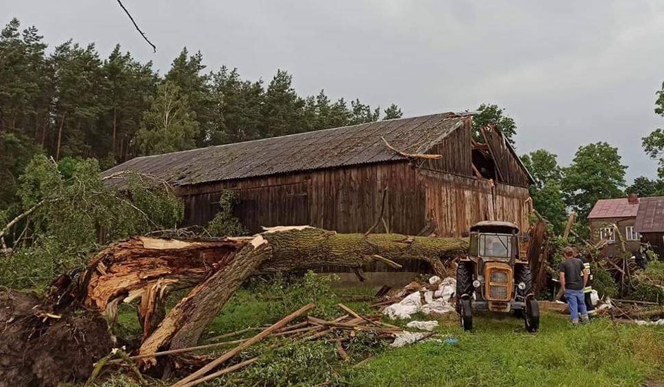 Film do artykułu: Skutki burz w regionie. 20-21.06.2020 strażacy usuwali powalone drzewa, wypompowywali wodę z pomieszczeń. Zdjęcia
