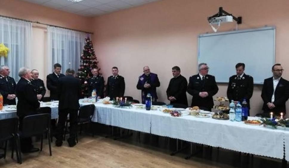 Film do artykułu: Strażacy ochotnicy z jednostek z Łagowa wzięli udział we wspólnym spotkaniu wigilijnym